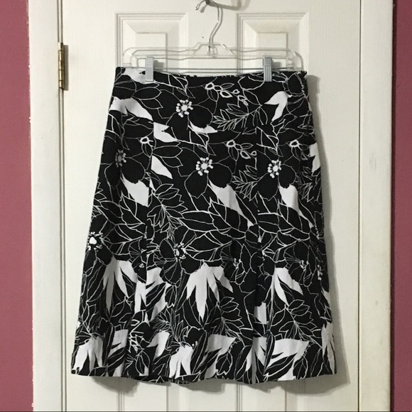 East 5th Dresses & Skirts - East 5th black and white print skirt